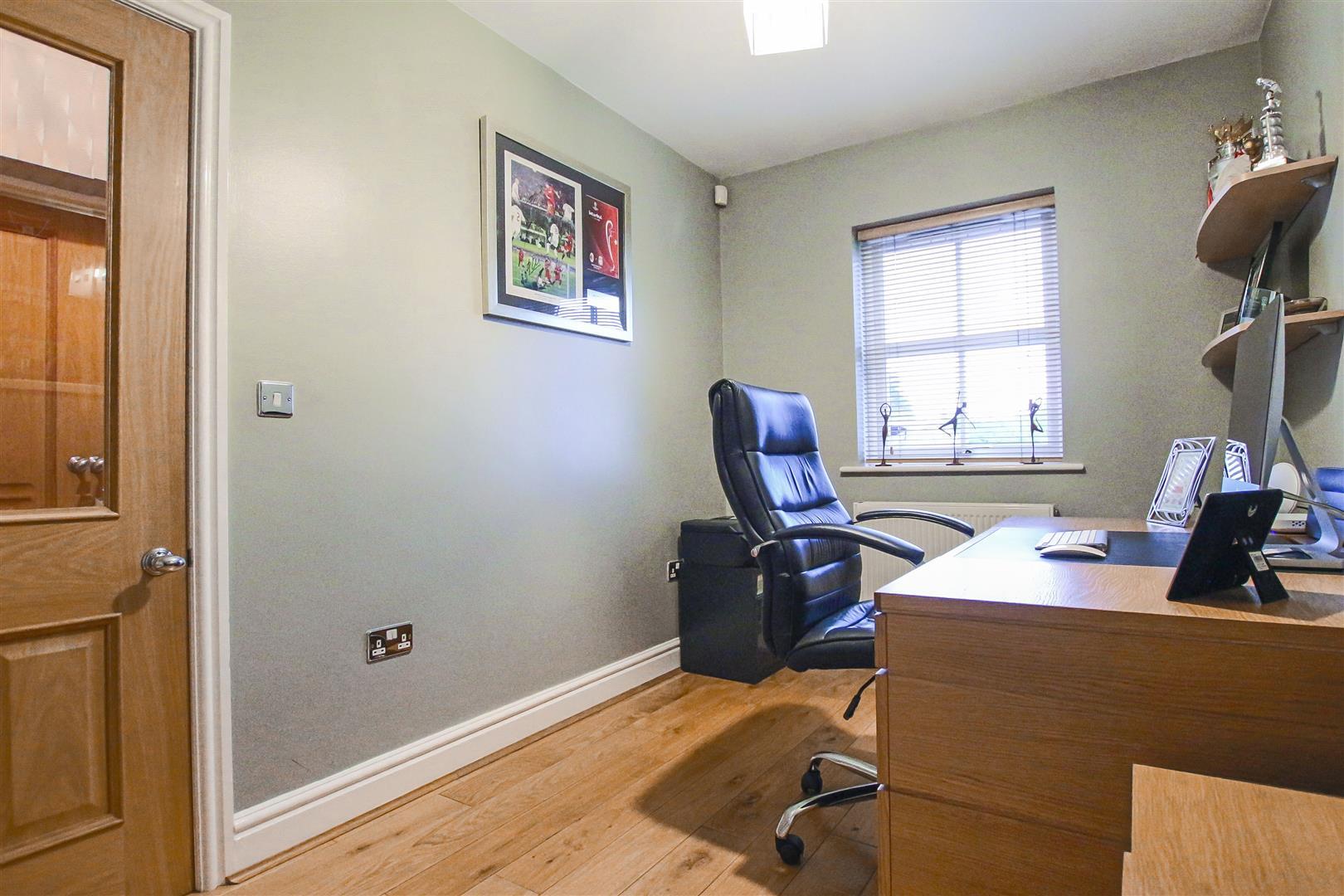 4 Bedroom Detached House For Sale - Office
